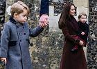 Księżna Kate i książę William po raz pierwszy zdecydowali się spędzić Boże Narodzenie razem z rodzicami księżnej, w ich podlondyńskiej posiadłości. Cała rodzina Middletonów pojawiła się na mszy w lokalnym kościele. Razem z nimi wybrali się Kate i William razem z dziećmi. We wsi Bucklebury było to ważne wydarzenie. Chyba się nie dziwicie.