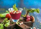 Jedzenie na czasie. Chłodnik z botwinki i truskawek