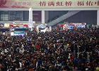 """Zaczęła się wędrówka ludów: miliony Chińczyków jadą do domów. Z wynajętymi """"narzeczonymi"""""""