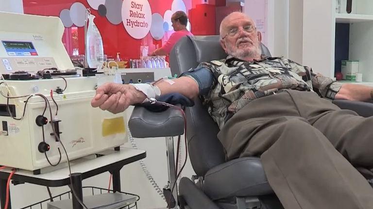 James Harrison - bohater narodowy Australii, który przez 60 lat oddawał swoją rzadką krew i uratował tym samym ponad 2,4 mln dzieci