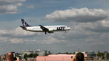 Samolot LOT-u startujący z lotniska im. Chopina w Warszawie.