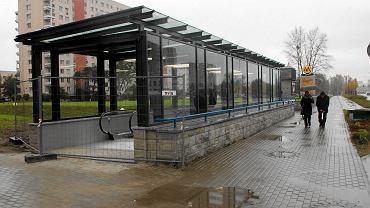 Remontowane wejście do stacji metra Służew