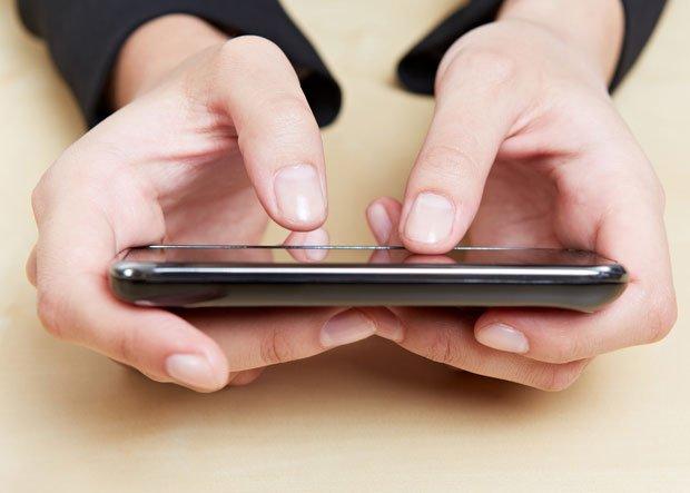 Ekran smartofonu jest źródłem bakterii.