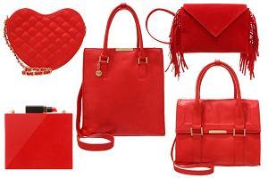 Czerwona torebka - z czym łączyć, aby wyglądała stylowo?