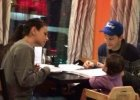 Mila Kunis i Ashton Kutcher na obiedzie w barze. A z nimi? To NAJBARDZIEJ urocze zdjęcia rocznej Wyatt!