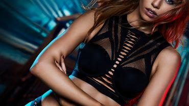 Balmain dla Victoria's Secret - kolekcję specjalną reklamuje Stella Maxwell, Aniołek Victoria's Secret i partnerka Kristen Stewart