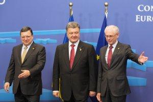 UE podpisa�a umowy stow. z Gruzj�, Mo�dawi� i Ukrain�. Poroszenko: Wspania�y dzie�!