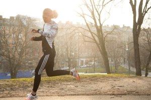 """Jak zacząć biegać, czyli """"Dekalog początkującego biegacza"""""""