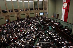 """Sondaż wyborczy """"Newsweeka"""": Do Sejmu wchodzą wszyscy, nawet Partia Razem"""
