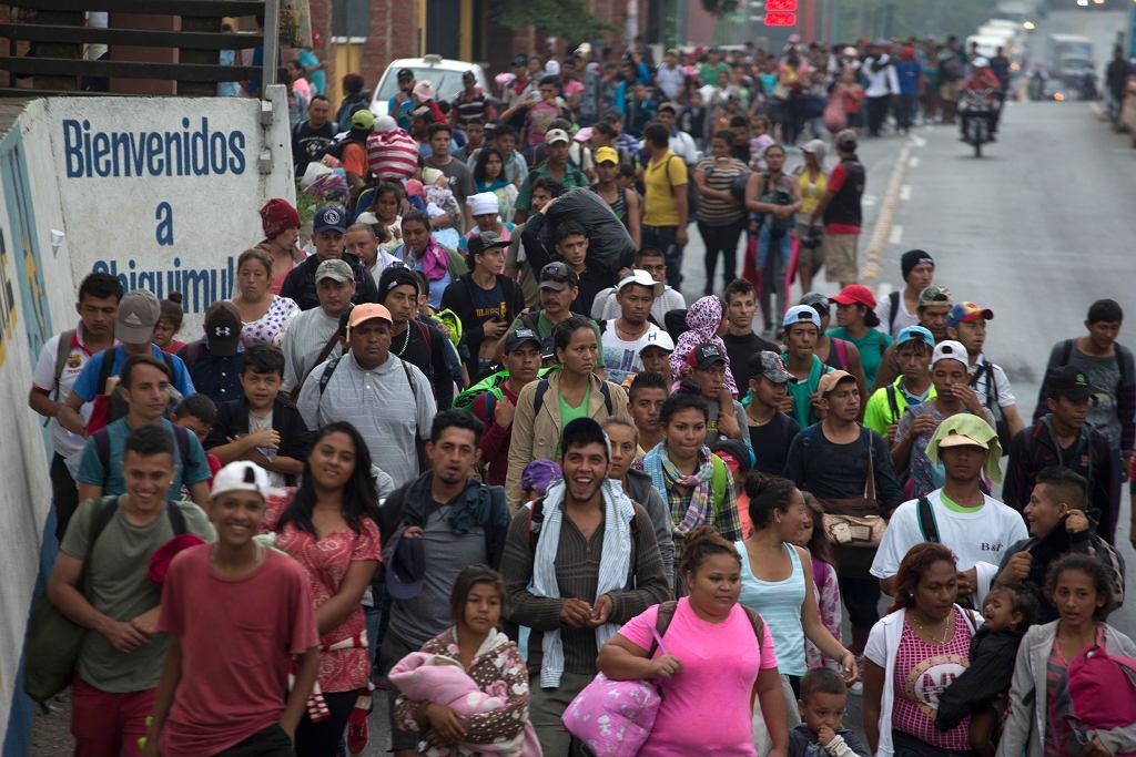 Tysiące migrantów w drodze do USA