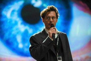 """""""Transcendencja"""": Johnny Depp przeszczepiony do komputera [RECENZJA]"""