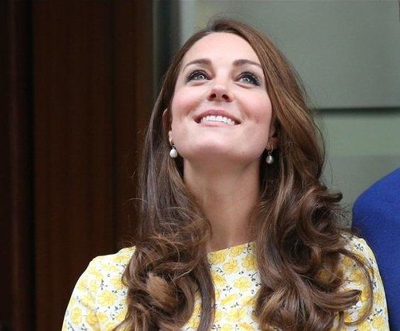 Poczuj si� jak ksi�na -  pomys�y na look w stylu Kate Middleton!