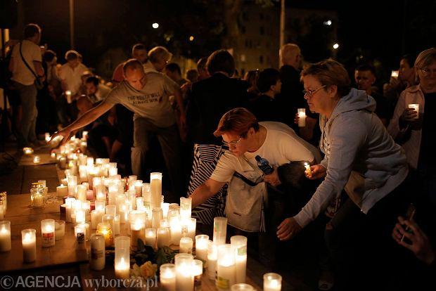 Zdjęcie numer 74 w galerii - Tłumy przed Sądem Okręgowym w Łodzi. Kolejny dzień protestów przeciwko zmianom PiS w sądownictwie [ZDJĘCIA]