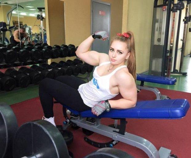 19- letnia rosyjska Barbie. Mistrzyni Świata w podnoszeniu ciężarów [GALERIA]