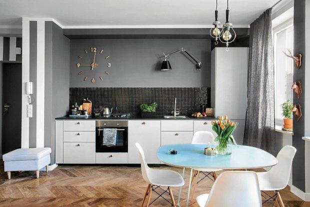 Ściany między szafkami w kuchni. Jak wykończyć taką przestrzeń?