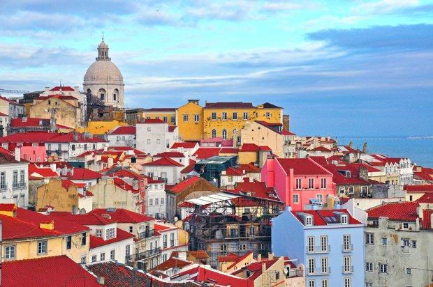 Stolica Portugalii zachwyca swą różnorodną i unikatową architekturą, w której cechy typowo śródziemnomorskie mieszają się z wpływami brytyjskimi, francuskimi, a nawet mauretańskimi. Fot. Arseniy Krasnevsky  / shutterstock.com