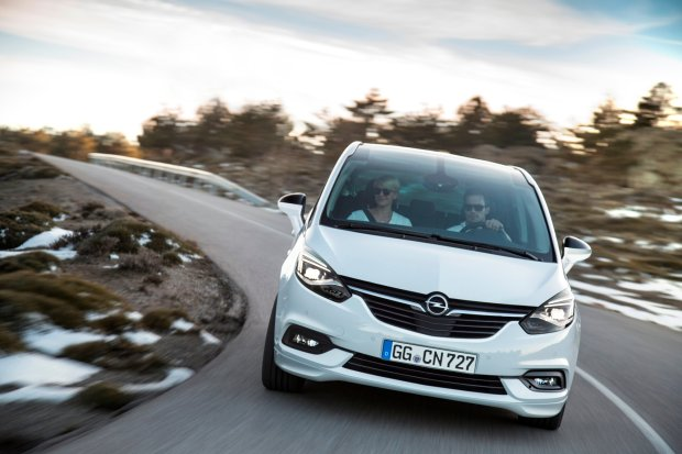 Opel Zafira | Ceny w Polsce | Dro�szy od g��wnych rywali