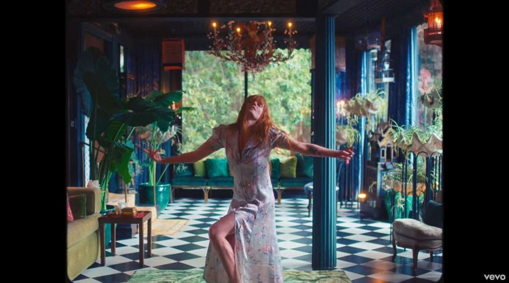 Kadr z teledysku do 'Hunger' Florence + The Machine / Screen z Youtube.com / florencemachine