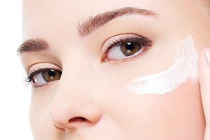Kosmetolog radzi – jak pielęgnować delikatną skórę wokół oczu