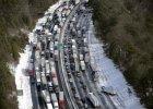 """Atlanta sparaliżowana. Kobieta urodziła córkę w samochodzie, ludzie spali w sklepach. """"Wszystko przez 5 cm śniegu"""""""