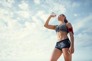 6 sygnałów, że pijesz za mało wody. Sprawdź, czy twój organizm ich nie wysyła