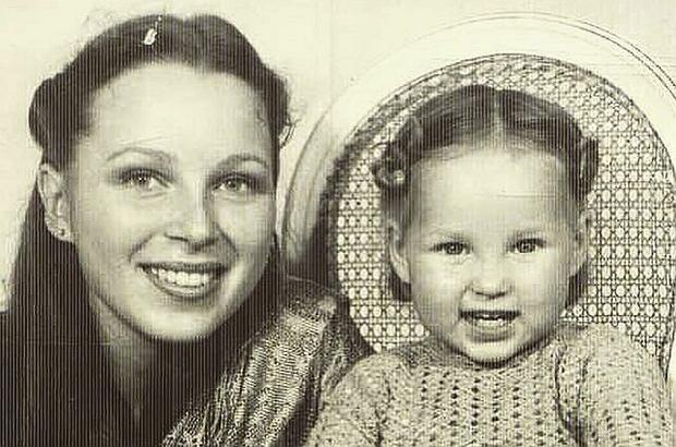 Zdjęcie numer 1 w galerii - Znana aktorka pokazała zdjęcie z dzieciństwa.