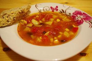 Hiszpańska zupa mięsna z Chorizo i czerwoną fasolą