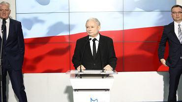 21 października 2017 , Warszawa . Wystąpienie Liderów Zjednoczonej Prawicy, przemawia Jarosław Kaczyński, za nim Jarosław Gowin i Zbigniew Ziobro