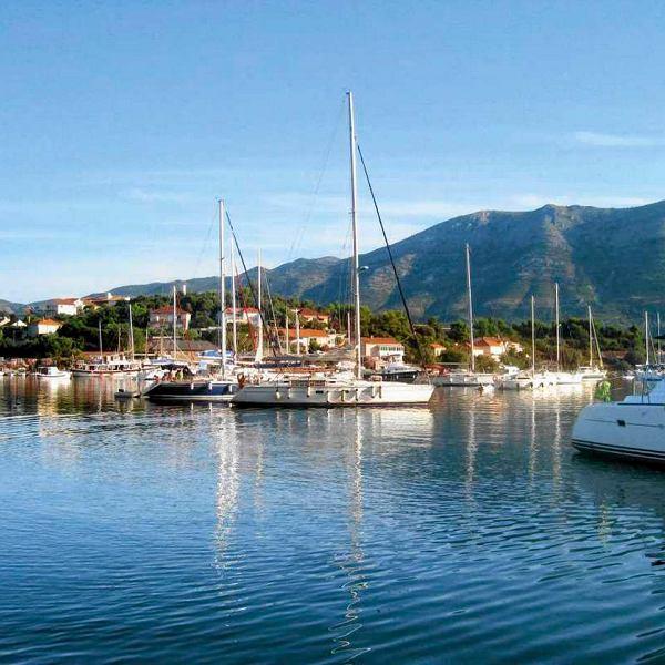 Marina na wyspie Korćeula.