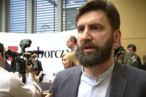 """O mediach publicznych w """"Gazecie Wyborczej"""". Kamil Dąbrowa: """"Media publiczne nigdy nie były apolityczne, ale w tej chwili stały się mediami propagandowymi i rządowymi"""""""
