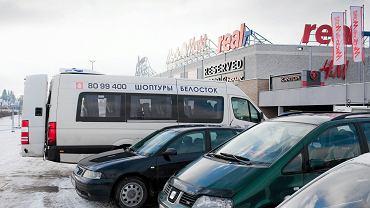 Białorusini na zakupach w Białymstoku.