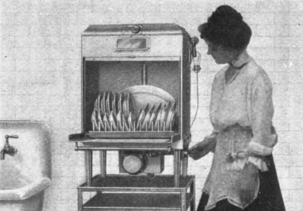 Ilustracja z magazynu ''Keith's'' przedstawiająca zmywarkę elektryczną z 1917 r. (fot.  Wikimedia.org / Domena publiczna)