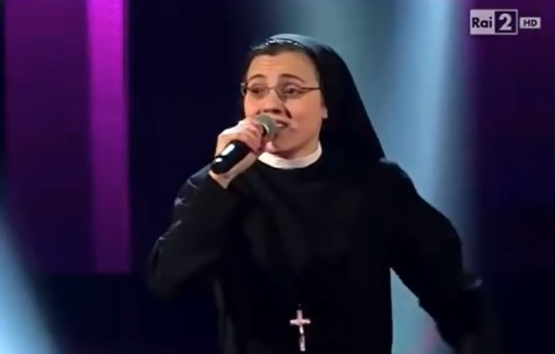 Zakonnica w przebraniu? Nie, śpiewająca siostra Cristina naprawdę jest urszulanką