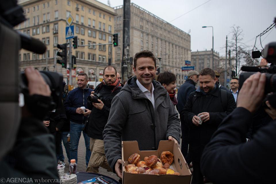Rafał Trzaskowski spotyka sie z mieszkancami Srodmiescia