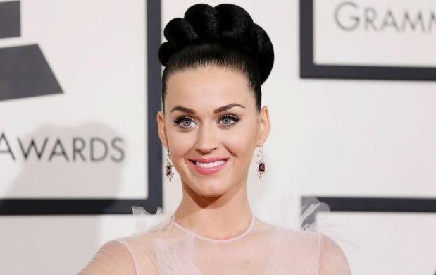 """Katy Perry opublikowała charakterystyczny dla siebie, kolorowy, nieco bajkowy teledysk do swego najświeższego przeboju """"Chained To The Rhythm""""."""