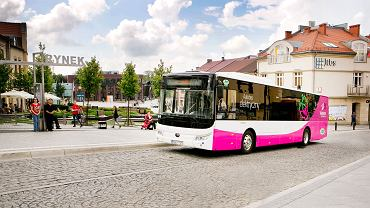 Na inwestycji w elektryczne autobusy zyska nie tylko środowisko naturalne. Nowy tabor ma też przynieść oszczędności, ponieważ koszt zużycia energii elektrycznej w stosunku do oleju napędowego jest co najmniej trzykrotnie mniejszy