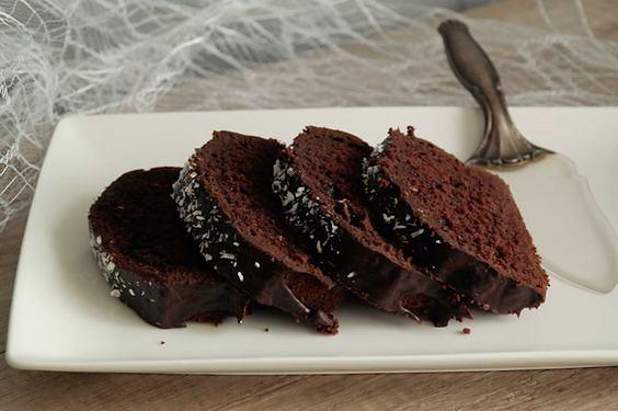 Uwielbiasz zapach i smak domowych wypieków? Nic prostszego, sprawdź jakie rzeczy są niezbędne do przygotowania pysznych, domowych ciast