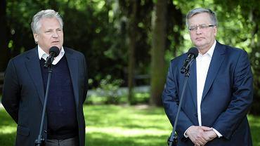 Były prezydent Aleksander Kwaśniewski udziela poparcia urzędującemu - Bronisławowi Komorowskiemu - przed drugą turą wyborów głowy państwa. Konferencja w Belwederze