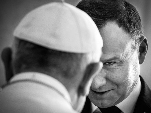Grand Press Photo 2016: Andrzej Duda, uchod�cy... Zobaczcie nagrodzone zdj�cia