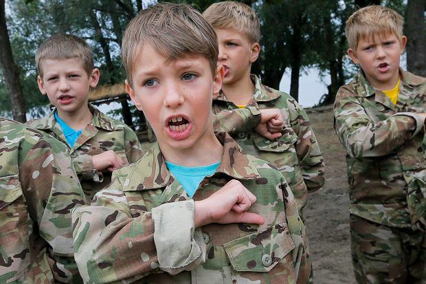 Wojskowy obóz dla dzieci na Ukrainie