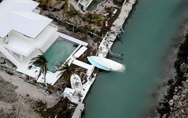 """Trzeci dzień sprzątania po """"Irmie"""". Key West na Florydzie odcięte od świata, jako pierwsze w USA stawiło czoła huraganowi"""