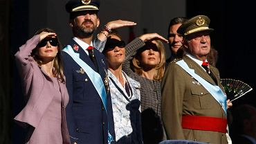 Hiszpańska rodzina królewska. Od lewej: księżniczka Letizia, książę Filip, księżniczka Helena, księżniczka Cristina i król Juan Carlos