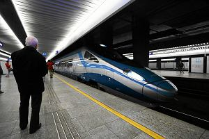 Pociąg ładny, ale jeździ rzadko i się spóźnia. Co mówią pasażerowie PKP o polskiej kolei?