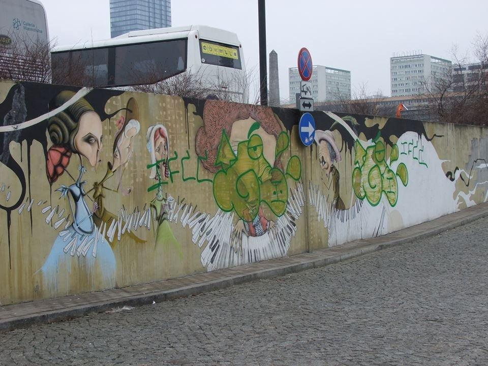 Chopinowski mural na pl defilad zniszczony zdj cia for Mural ursynow