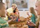 42 proc. Polak�w objada si� przed telewizorem