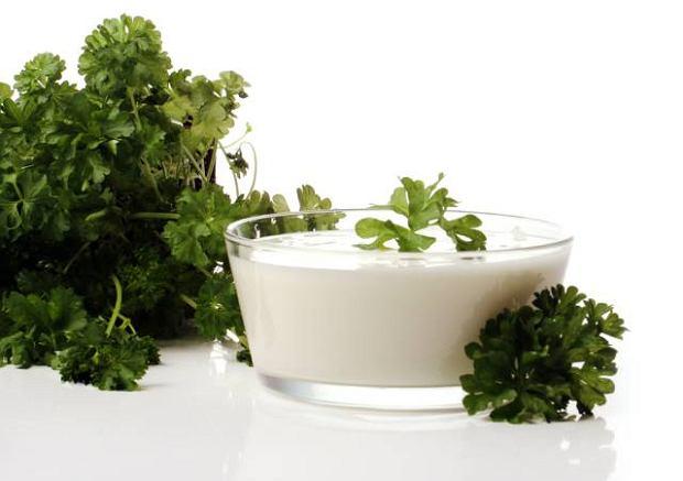Wystarczy naturalny jogurt z �ywymi kulturami bakterii, pietruszka czy cykoria i ju� mamy synbiotyk, czyli probiotyk z prebiotykiem. Niestety, nie b�dzie tak skuteczny jak suplement z apteki