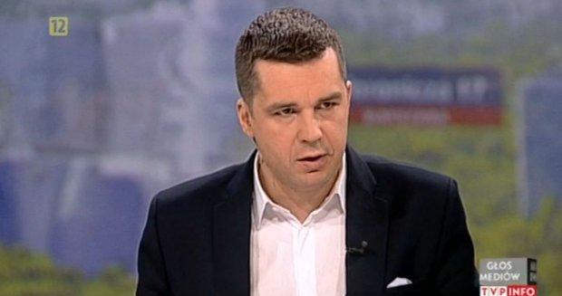 Micha� Racho� z TV Republika zast�pi� Krzysztofa Ziemca. Prowadzi program publicystyczny w TVP Info