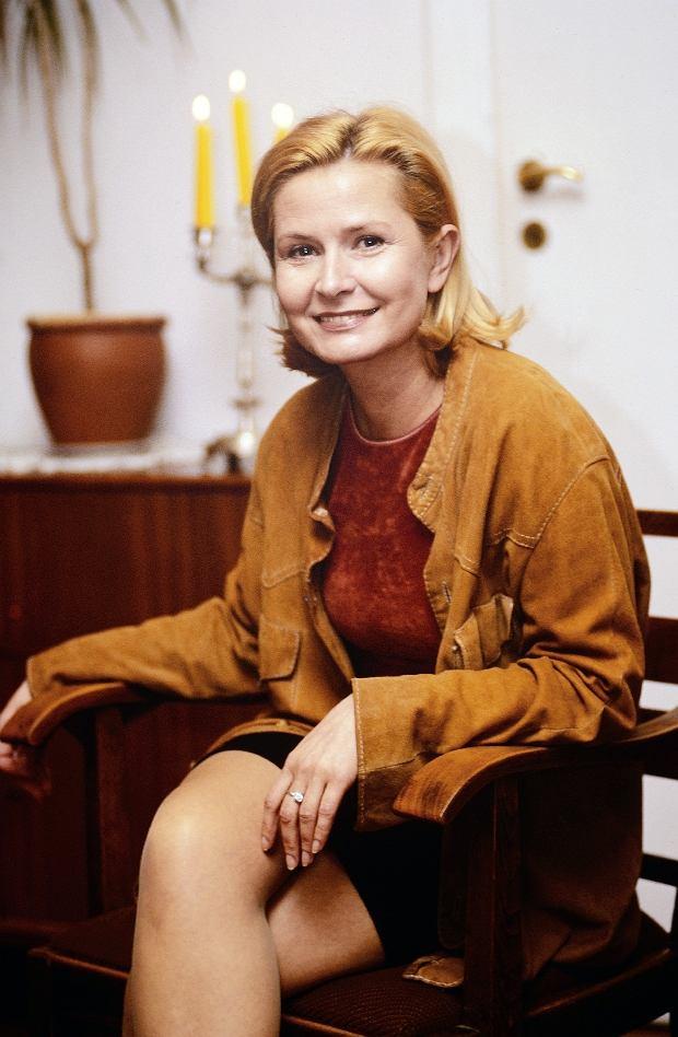 Warszawa, 1997. Barbara Bursztynowicz, aktorka, n/z w swoim mieszkaniu. Fot. Darek Majewski / FORUM
