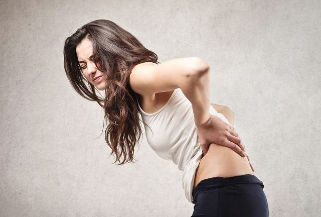 Skolioza jest bocznym skrzywieniem kręgosłupa.