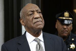 Bill Cosby wychodzi z sądu 17 czerwca 2017 roku